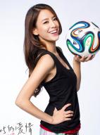 世界杯决赛在即 江语晨变身足球宝贝清新可人