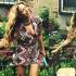 碧昂斯低胸裝度假秀半乳 抱2歲女兒開心玩蹦床