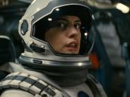 诺兰《星际穿越》新预告 麦康纳海瑟薇太空探险
