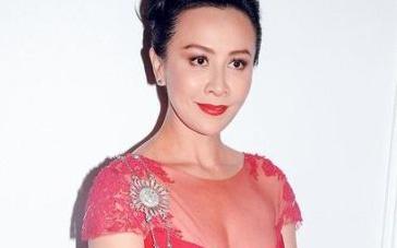 刘嘉玲低胸透视装引人注目 曝与发哥床戏没吻够