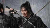 《海贼》曝光开场5分钟片段 金南佶雨中生死对决