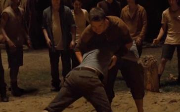 《移动迷宫》精彩片段 少年巧斗令对手臣服