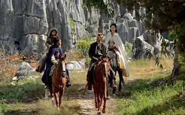 《绝命逃亡》国际版预告 凯奇东征偶遇刘亦菲