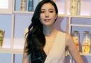 高圆圆黑白修身长裙亮相北京 出席活动分享心得