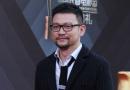 《同桌的妳》导演郭帆亮相红毯 短发西装型男范