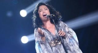 黄绮珊一曲《离不开你》 抢镜造型激情动人献唱