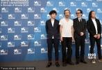 当地时间9月2日,71届威尼斯电影节,电影《野火》发布会。日本男星Yusaku Mori、作曲家石川忠、中村达也、导演冢本晋也等亮相,男星中川雅也一身白T简单时尚。