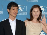 韩国电影《自由之丘》发布 女星文素丽美裙亮相
