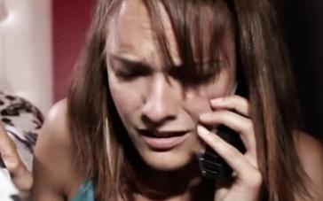 《末日迷踪》精彩片段 家中来袭女子求助911无果