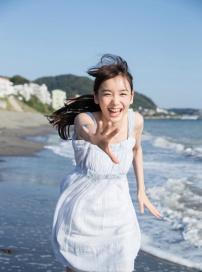 日本16岁嫩模走红 笑容甜美气质清纯酷似新垣结衣