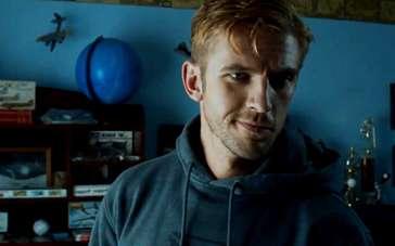 《不速之客》精彩片段 主角大卫入住战友家