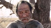 《送乡人》国际版中文预告 汤米老而弥坚自导自演