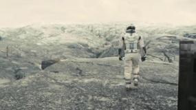 《星际穿越》曝新预告 马修·麦康纳登陆神秘星球