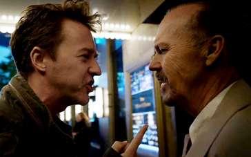 《鸟人》中文片段 诺顿闹市街头强辩基顿一镜到底