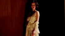 《暴风雪中的白鸟》中文片段 爱娃禁止女儿越轨