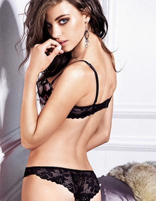 南非超模迈耶内衣诱惑 烈焰红唇透明薄黑丝秀滑臀