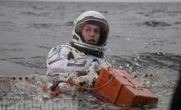 《星际穿越》公布新剧照 马修、海瑟薇探索新星球