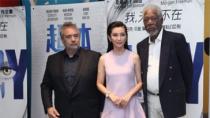 """李冰冰捧场《超体》 吕克贝松、弗里曼""""起内讧"""""""