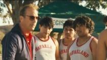 《麦克法兰》精彩预告 科斯特纳再度化身运动教练