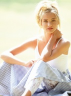 美国甜心迪亚茨17岁美照曝光 金发蕾丝性感清纯