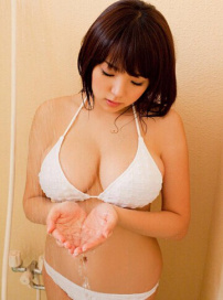 童颜美少女筱崎爱浴室湿身 E罩杯丰满呼之欲出