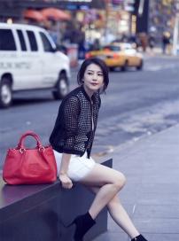 高圆圆最新纽约写真公布 露白皙长腿风情万种