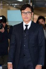 李秉宪出庭为勒索案道歉 拒回应与勒索女关系