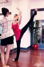 刘亦菲晒练舞旧照 秀大长腿称喜欢那时的自己