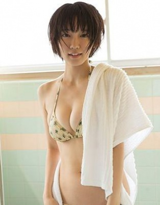 日本酒窝美女吉岡里帆泳装美照 清纯性感的典范