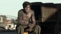 《坚不可摧》中文特辑 奥康奈尔坚韧诠释英雄传奇