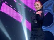 新疆女警哈丽雅渴望圆梦 本色出演对戏吕颂贤