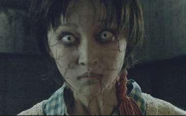 《怨灵人偶》发布终极血腥预告 摄青婴灵破肚而出