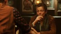 《前目的地》精彩片段 伊桑·霍克赌酒听故事