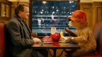 《帕丁顿熊》中文精彩片段 萌熊吃饱喝戏弄人类