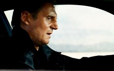《飓风营救3》精彩片段 连姆·尼森飙车阻飞机起飞