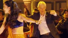 《涉外大饭店2》美版中文预告 理查·基尔跳印度舞