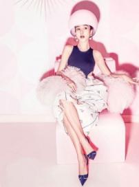 Angelababy粉色系写真女人味十足 优雅公主范