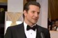 布莱德利·库珀亮相红毯 笑容迷人黑色西装显绅士