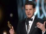 《模仿游戏》获最佳改编剧本奖 奥普拉登台颁奖