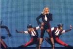 麦当娜压轴献唱被伴舞绊倒 立即爬起敬业表演