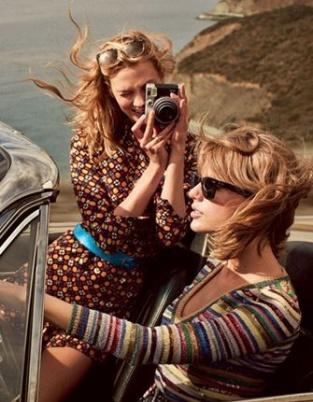 美人看双份 霉霉姐与超模闺蜜演绎时尚公路大片