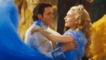 《灰姑娘》精彩片段 王子带灰姑娘逃离舞会现场