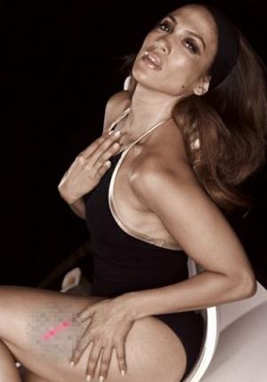 詹妮弗·洛佩兹性感依旧 黑色系写真展成熟魅力