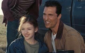 《星际穿越》中文片段 库珀携子女追逐不明飞行器
