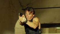 《卧底枪手》精彩片段 西恩·潘楼体内惊险打斗