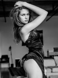 性感超模琳达黑白大片秀Q弹翘臀 S曲线诱惑难挡