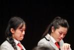"""4月12日晚,中国第一档大型青春益智真人秀节目《校花与学神》终于在电影频道(CCTV-6)正式开播,备受关注的""""花神组合""""初登大银幕,在""""花神电影学院校长""""刘仪伟和明星老师夏雨的指导下过关斩将,表现出了他们独有的青春魅力。最终,赵冶、蒲熠星、马骁、王靖雯、马雨彤、米热阿依·麦麦提等28名""""花神""""顺利过关;李齐贤、吴君旑、陈鹏淘汰出局,涂冰则因脚趾严重骨折而无缘节目录制。"""