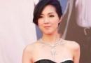 杨千嬅低胸黑白长摆裙显霸气 与小演员齐现身
