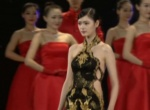 高挑礼仪模特婉步登台 展现各国精美服饰夺人眼球