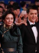 冯绍峰与《狼图腾》剧组现身 让-雅克·阿诺搞怪